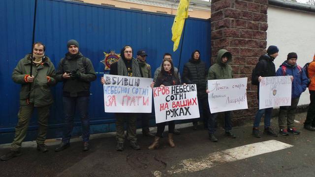 Активисты блокируют выезд экс-беркутовцев из СИЗО / Громадське