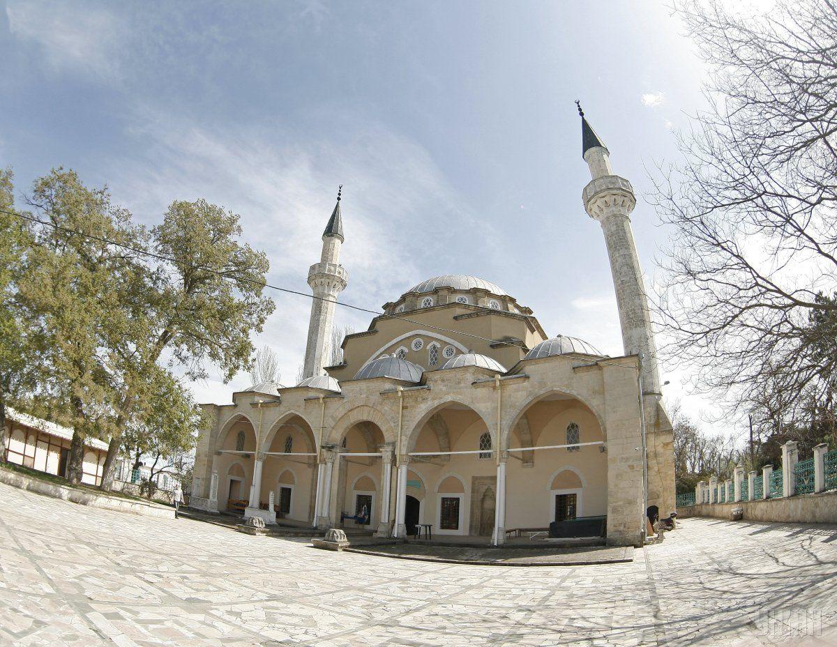 ВЕвпатории задержали крымскотатарского имама захранение нелегальной литературы