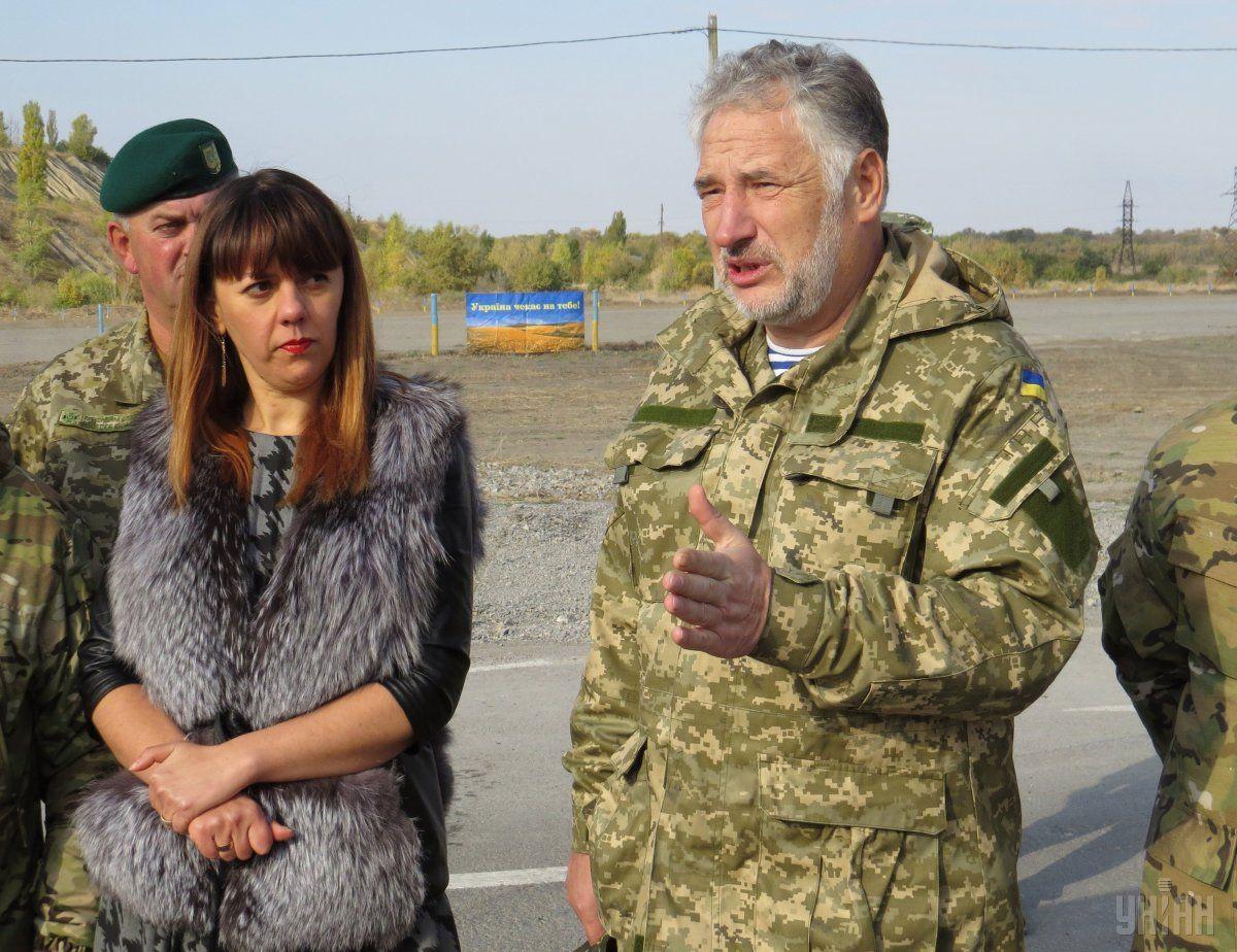 Жебривский: Российская сторона шестой день не дает гарантию, чтобы с той стороны не обстреливали ремонтников / Фото УНИАН