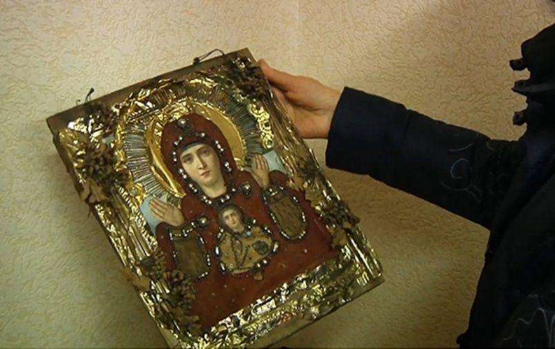Одну икону мужчине вернула полиция, другую воры продали за за 200 гривень / Фото dp.npu.gov.ua