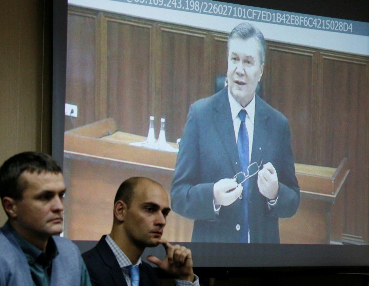 Янукович во время допроса 28 ноября / Фото REUTERS