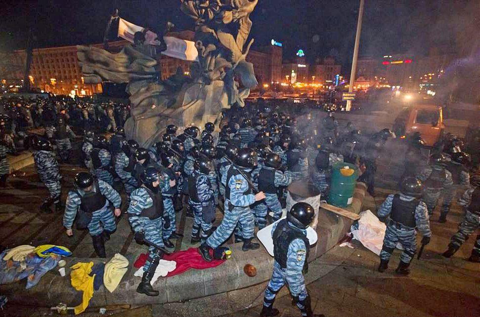 Кривавий розгін Євромайдану стався у ніч з 29 на 30 листопада 2013 року / radiosvoboda.org