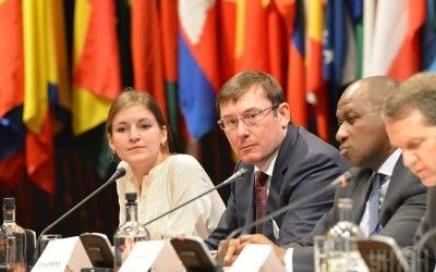 Украинский интерес. Утешительный саммит, перспективы в Гааге и Кремль, зашедший с Януковича title=