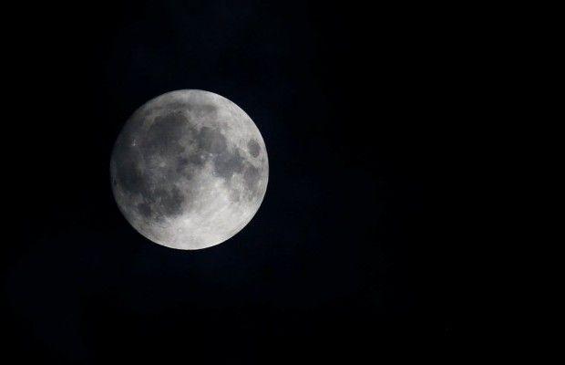 Неповторимое суперлуние можно будет наблюдать наЗемле вночь навторник