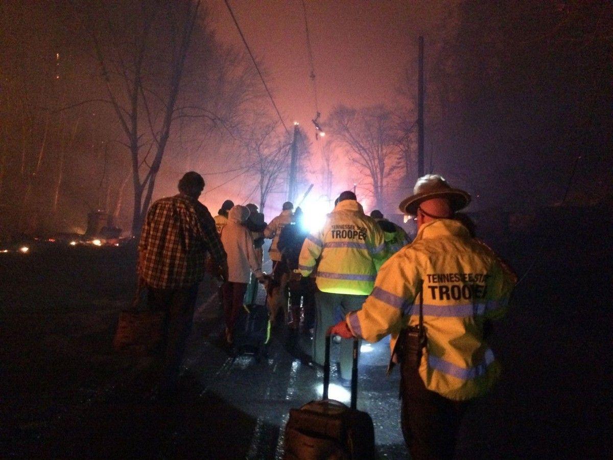 Рятувальники у штаті Теннесі / REUTERS