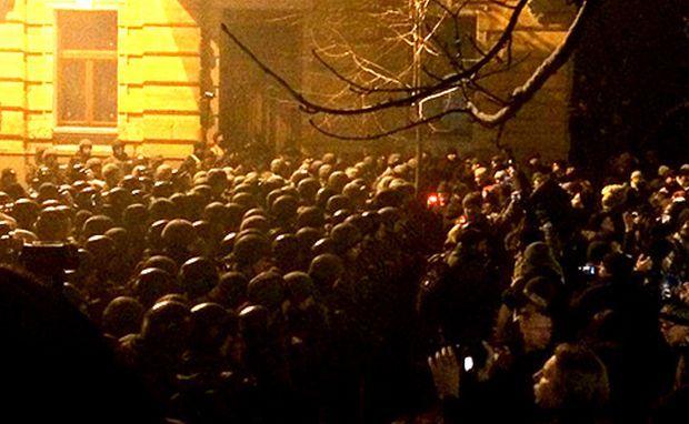 """На Банкову завітали націоналісти / фото Роман Кравець, """"Українська правда"""""""