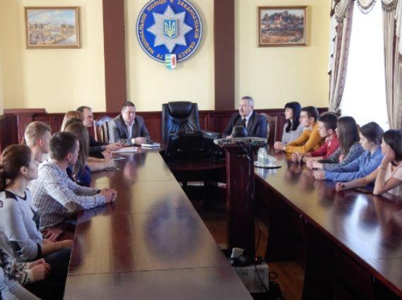 Доцент Бережанський на зустрічі зі студентами / Фото zk.npu.gov.ua