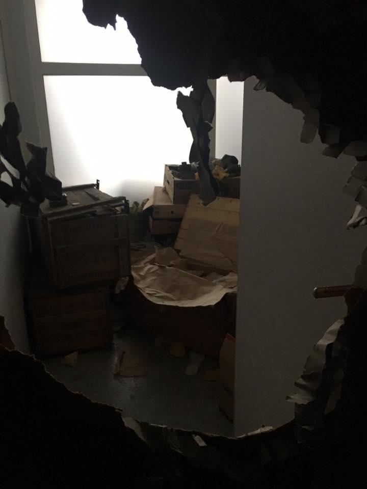 Злоумышленники оставили даже автошины, которые хранились в помещении и предназначались военным / facebook.com/pranzhu