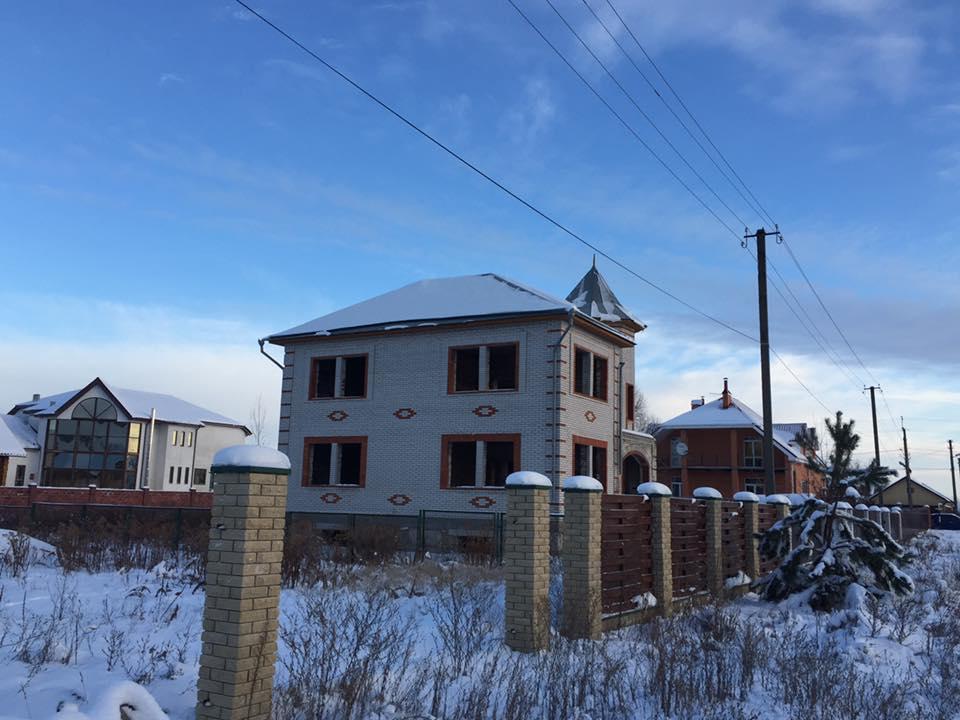 Недобудований будинок в Княжичах, в якому були розміщені співробітники поліцейської розвідки / facebook.com/anton.gerashchenko.7