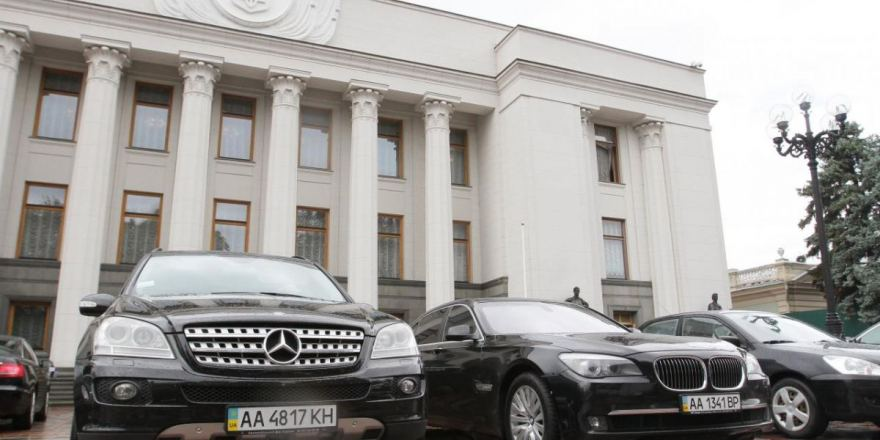Геращенко заявила орастратах вавтопарке Рады