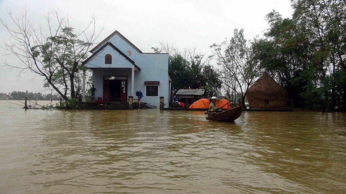 У результаті повені у В'єтнамі загинули 13 осіб