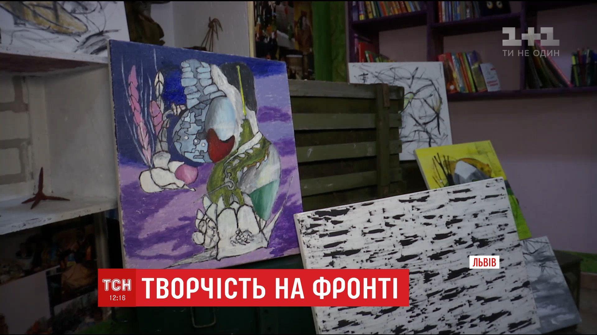 Художник малював свої картини під обстрілами у Мар'їнці / скріншот
