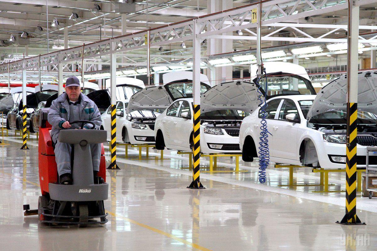 Производство украинских авто уменьшилось практически натреть
