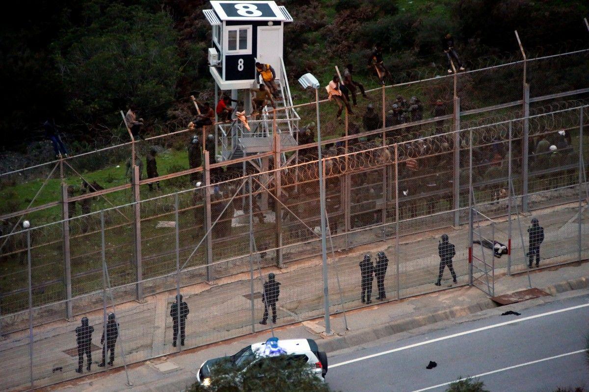 Несколько сот иммигрантов прорвались виспанский анклав вАфрике