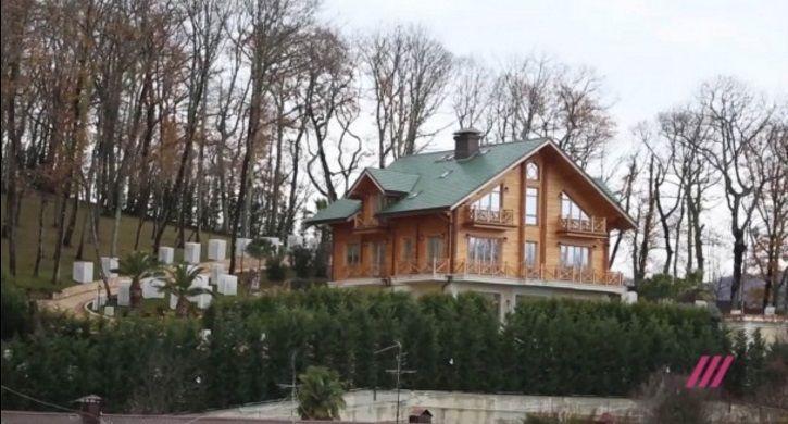 Янукович живет надаче вСочи: русские корреспонденты отыскали убежище президента-беглеца