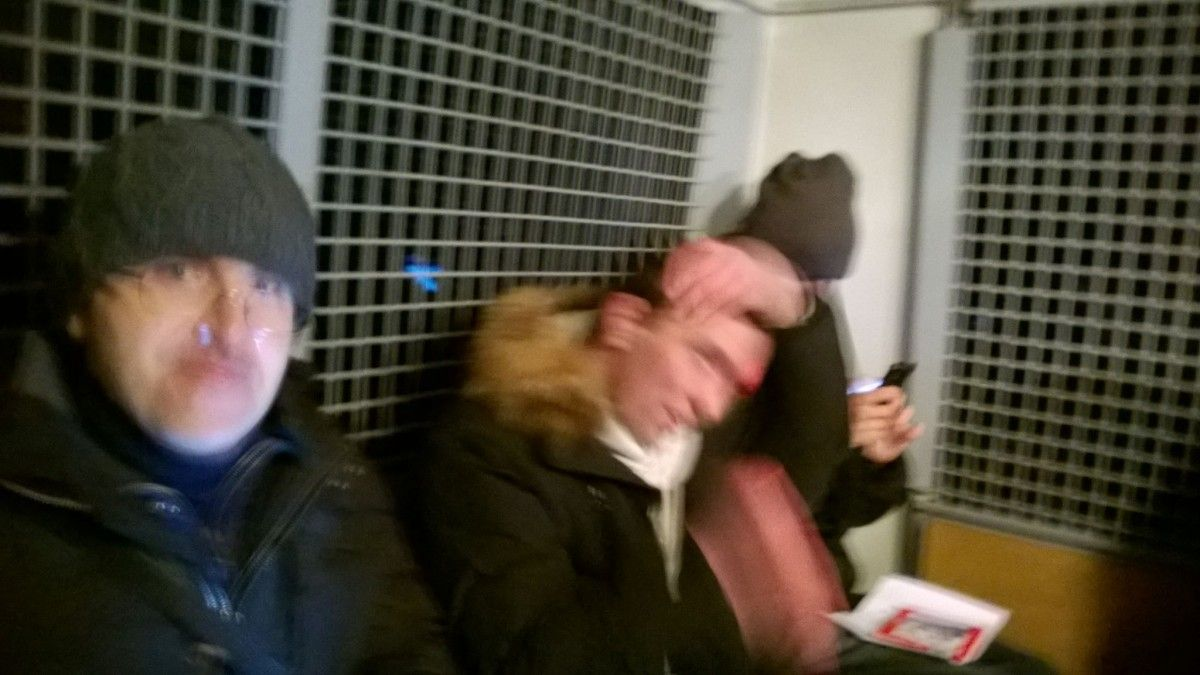 УБелого дома в российской столице задержаны 15 человек, читавшие вслух Конституцию