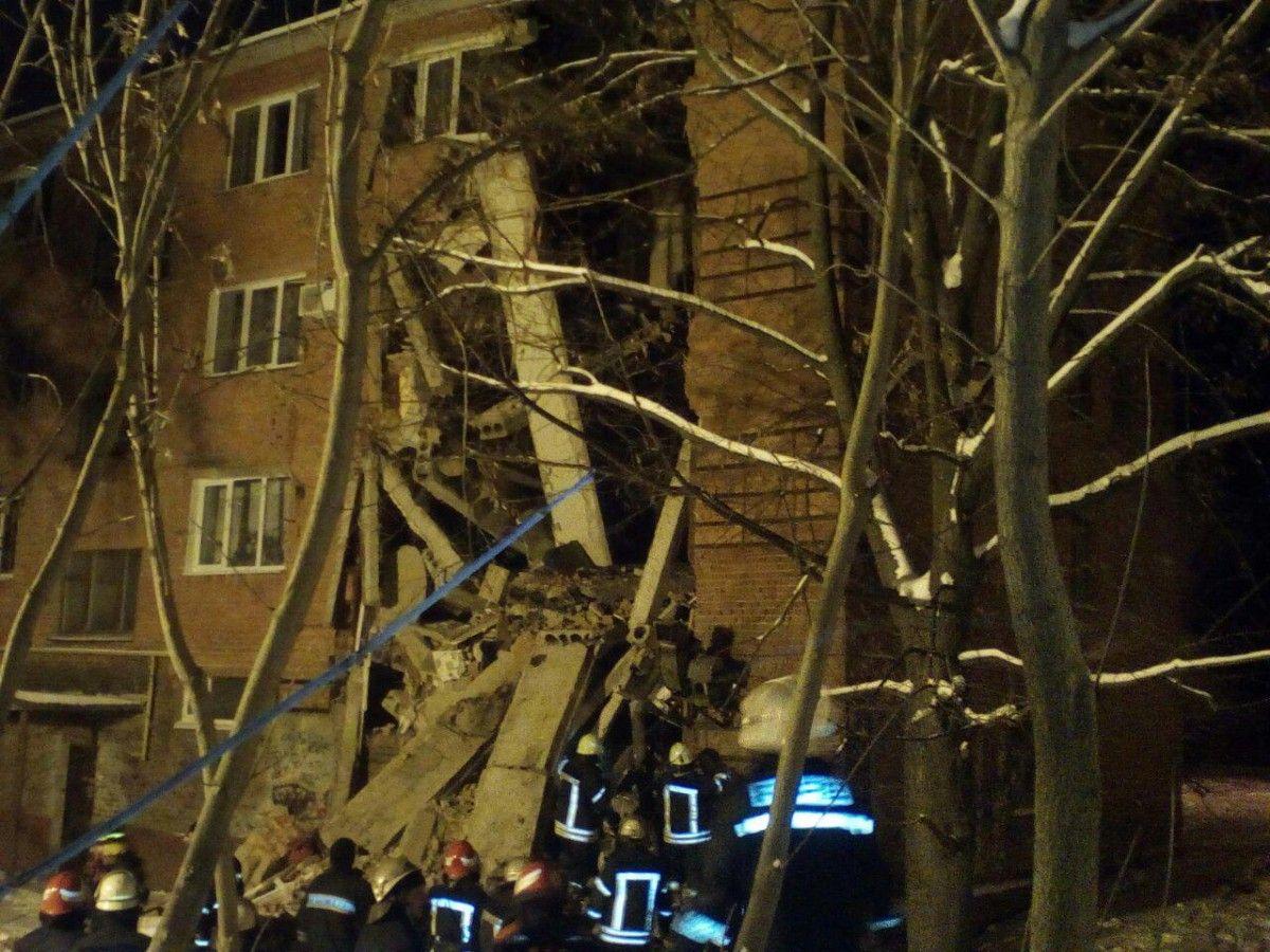 Обвал общежития вЧернигове: под завалами погибла девушка