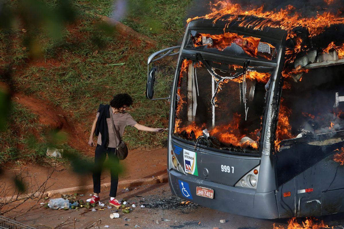 Семеро полицейских ранены впроцессе беспорядков встолице Бразилии