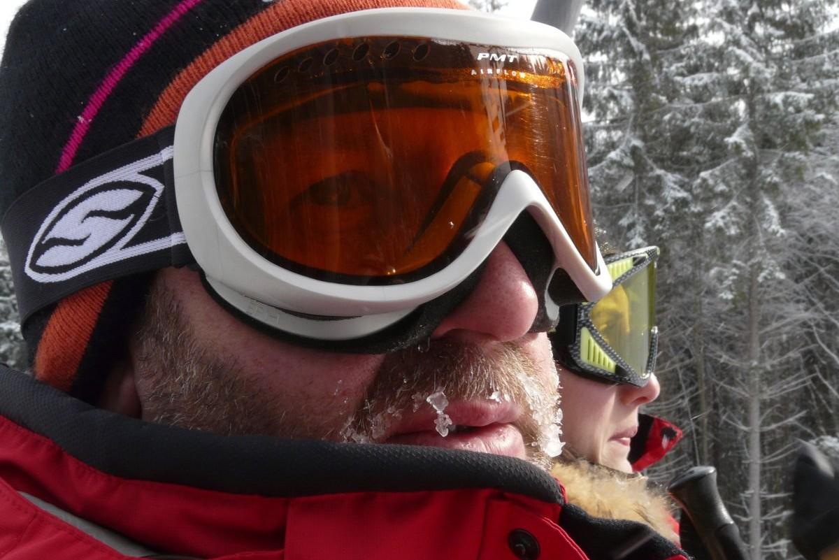 Ученые: Солнцезащитные очки нужно носить даже зимой