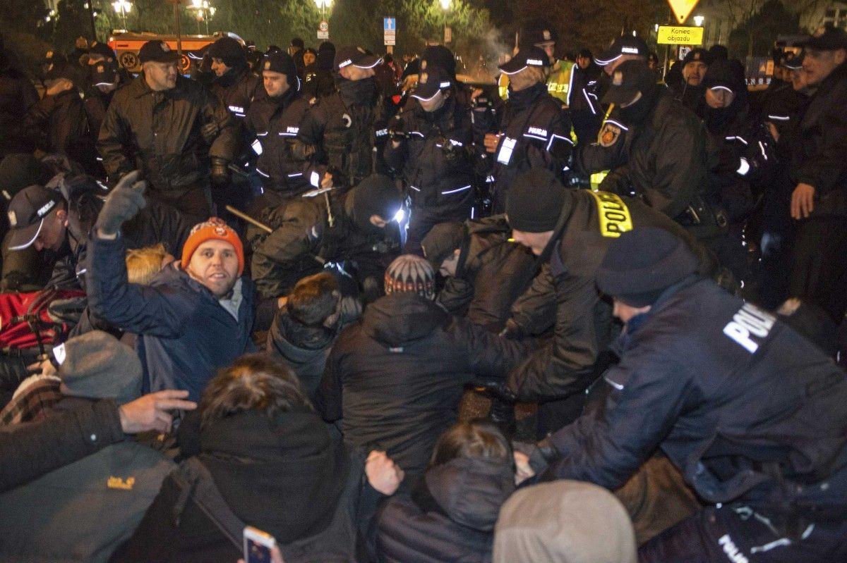 МВД Польши обвинило оппозицию впопытке захвата власти