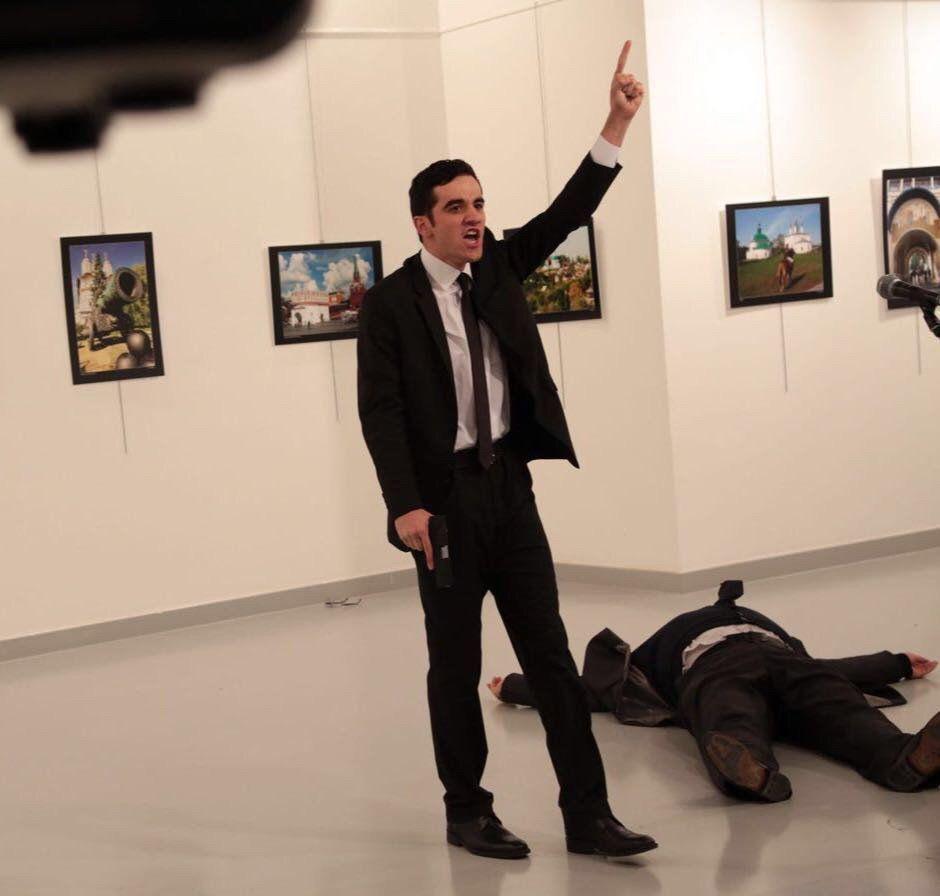 Источник сообщает о смерти российского посла в Турции/ twitter.com/DailySabah