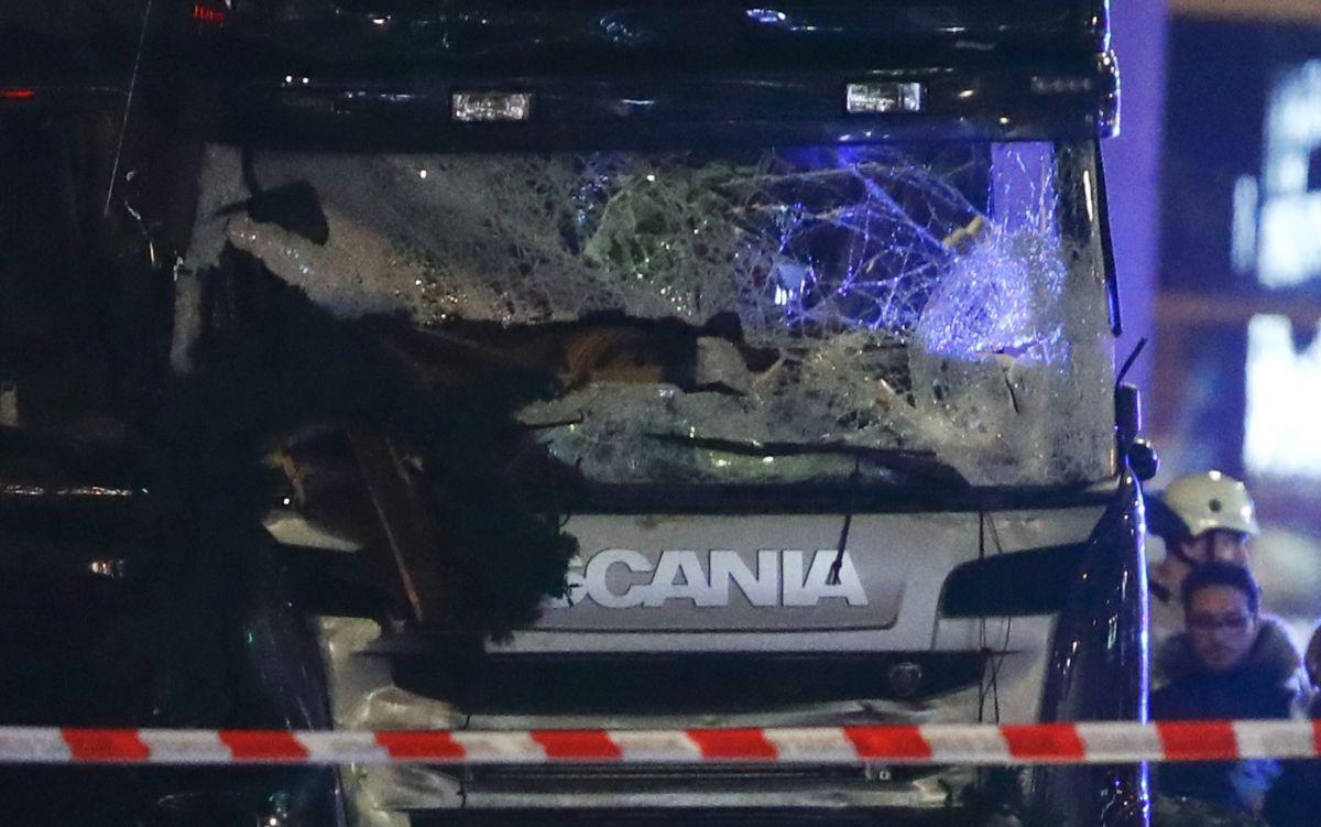 ВБерлине фургон  врезался втолпу: погибли 9 человек, 50— ранены