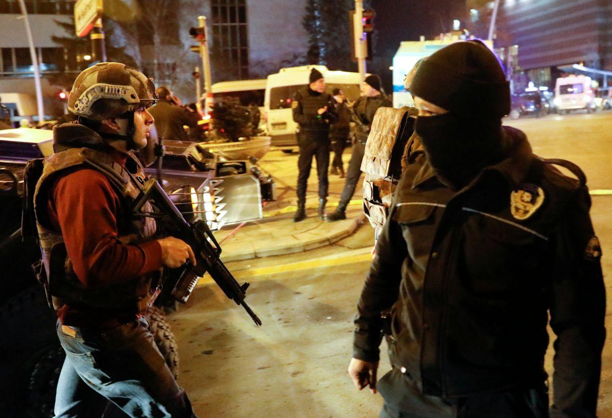 Вооруженный человек пытался пробраться впосольство США вТурции