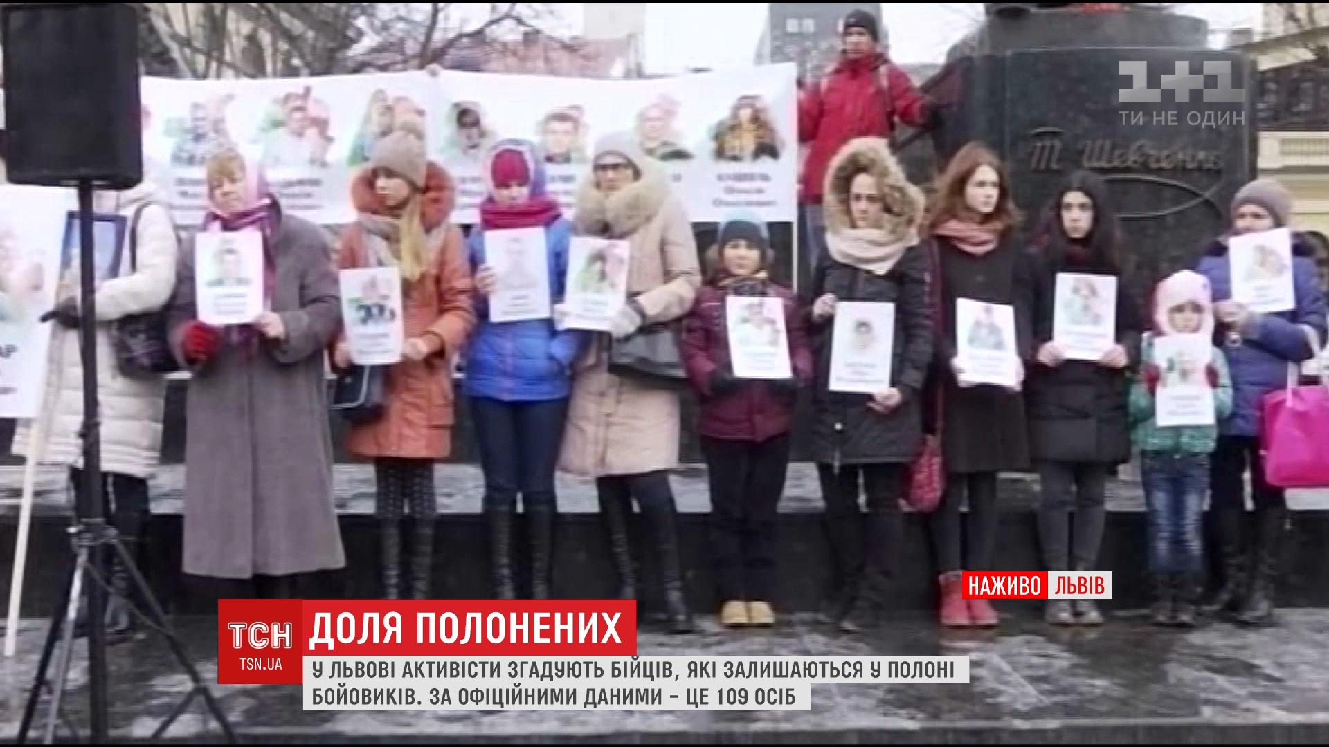 На площі біля пам'ятника Шевченкові зібрались не байдужі люди / скріншот