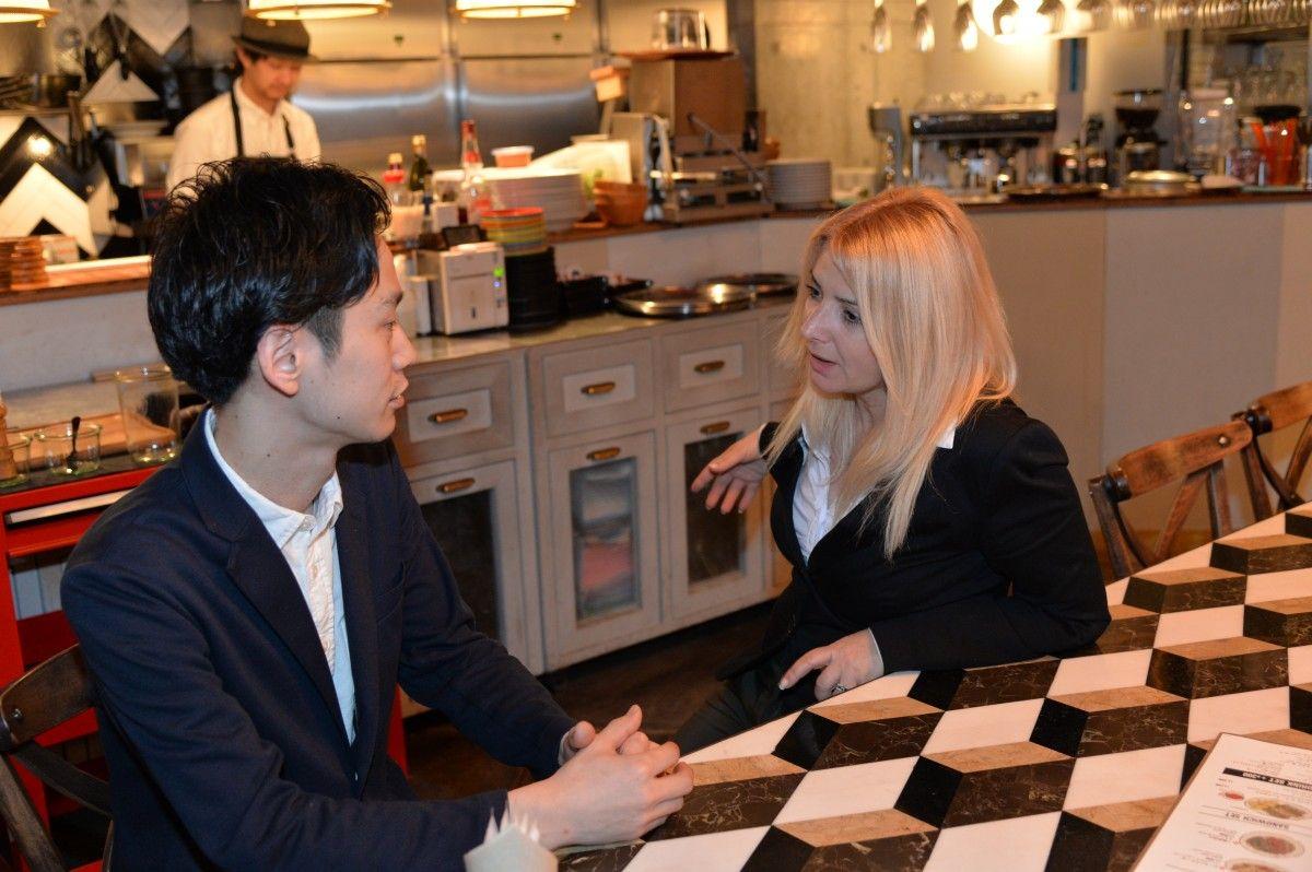 Сео Дайки (слева) потеснил курильщиков в своем заведении,