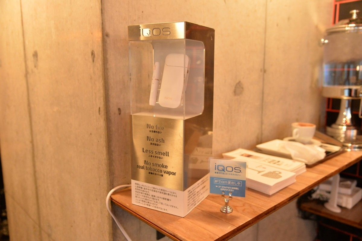 Курильщикам в кафе предлагают попробовать табак для нагрева, взяв прибор в аренду