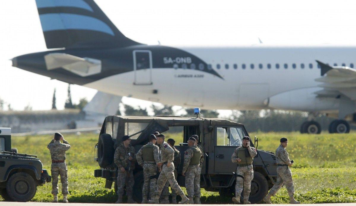 Угнанный ливийский лайнер приземлился на Мальте / Фото Reuters