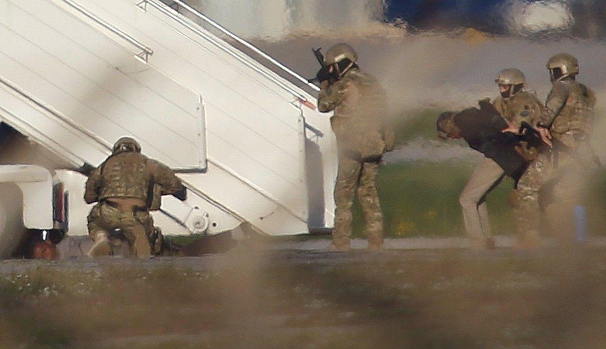 Аэропорт Мальты возобновил работу после освобождения заложников изсамолета