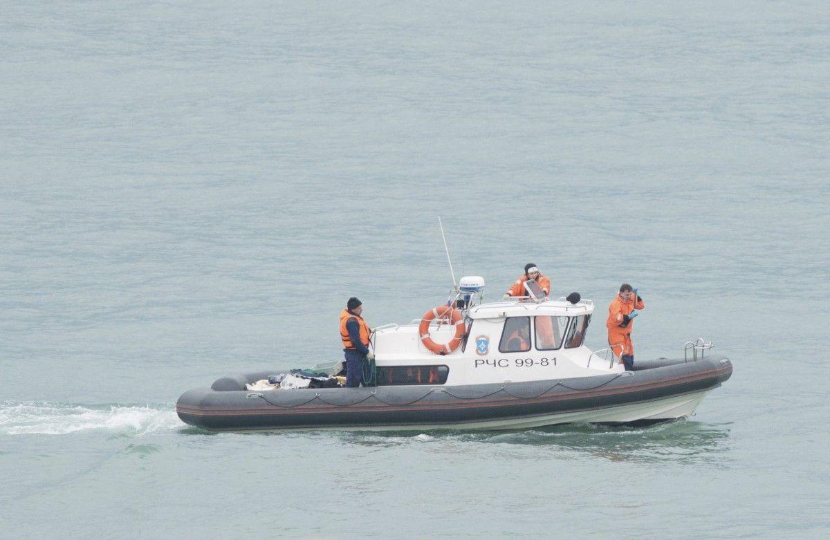 поисковая операция в Черном море/ REUTERS