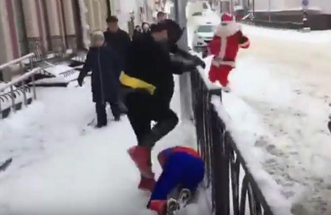 Санта-Клаус врятував Спайдермена / Скріншот