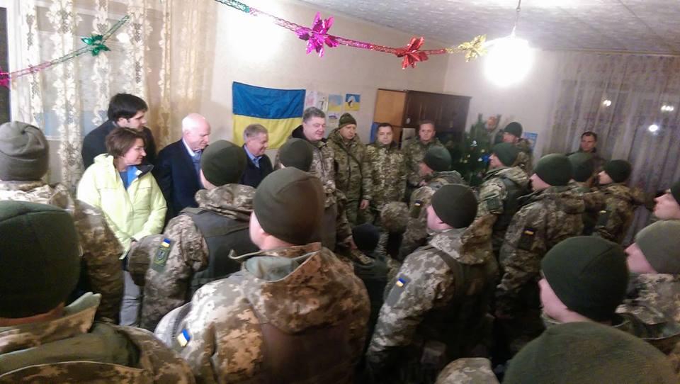 Порошенко удостоил Маккейна орденом Свободы