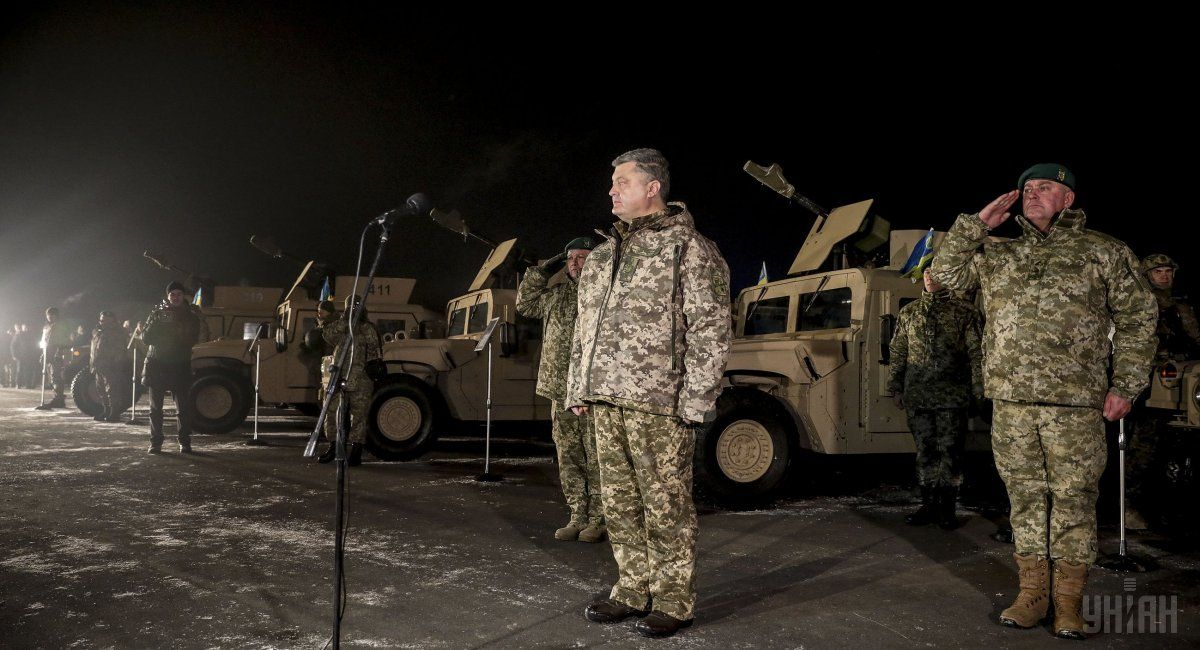 Военным напередовой поднимут доплаты— Порошенко