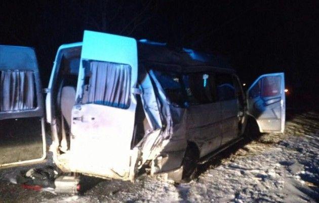 Чудовищное ДТП вДнепропетровской области: прицеп фургона «срезал» часть маршрутки