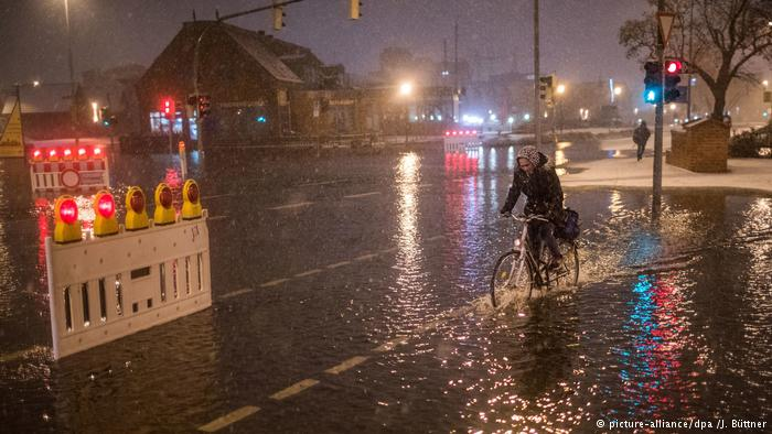 Storm Axel batters northern Germany / DPA