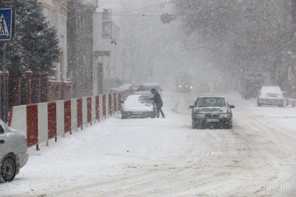 Ваэропорту Одессы из-за сильного снегопада отменяют рейсы