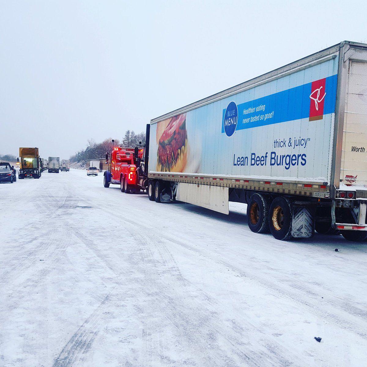 Сотня машин пострадала натрассе вокрестностях Торонто из-за снегопада