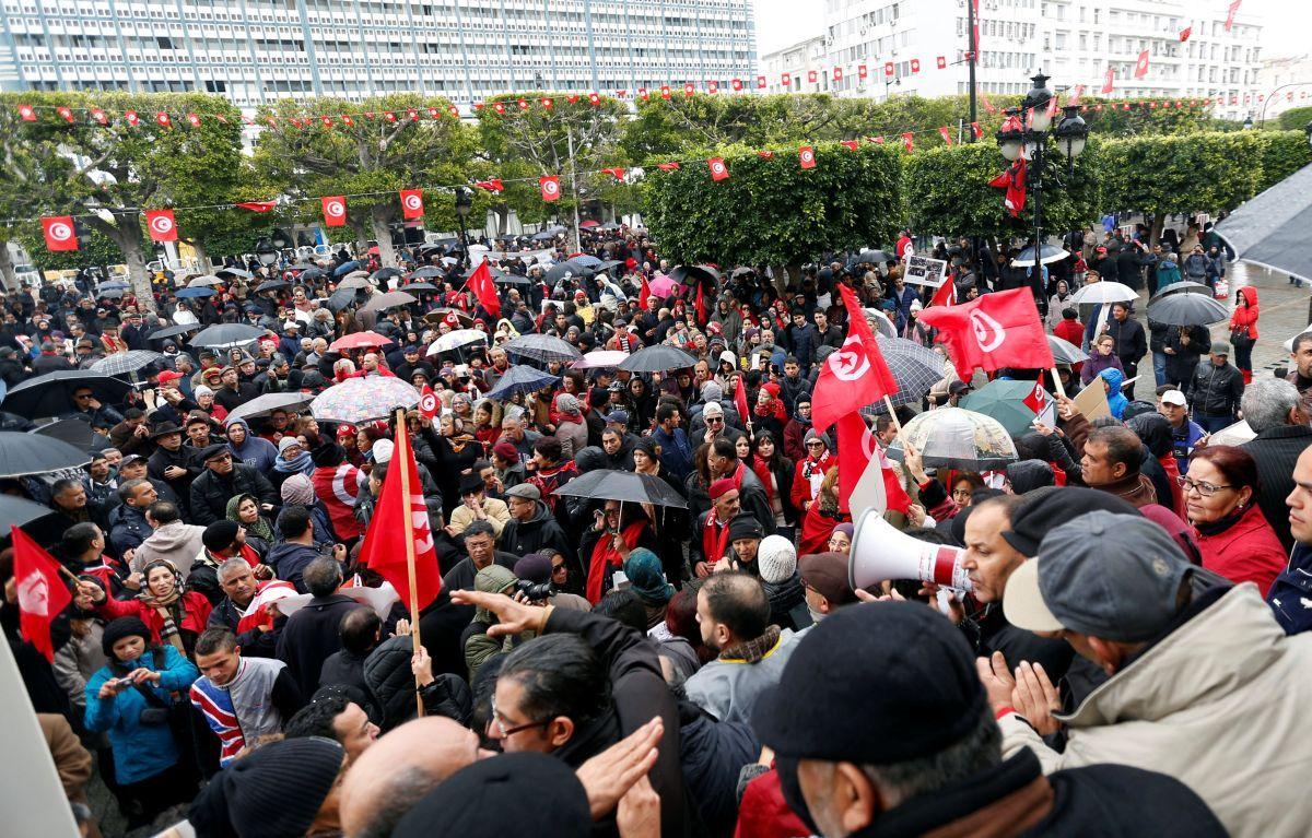 В Тунисе прошла акция протеста против возвращения в страну джихадистов / REUTERS