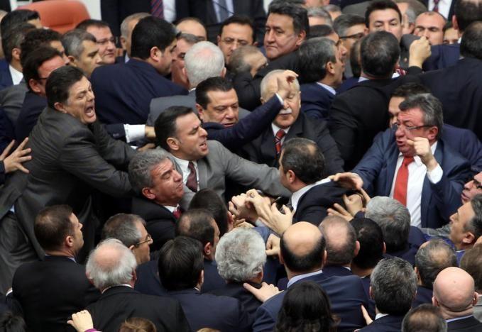 Бійка в турецькому парламенті / REUTERS