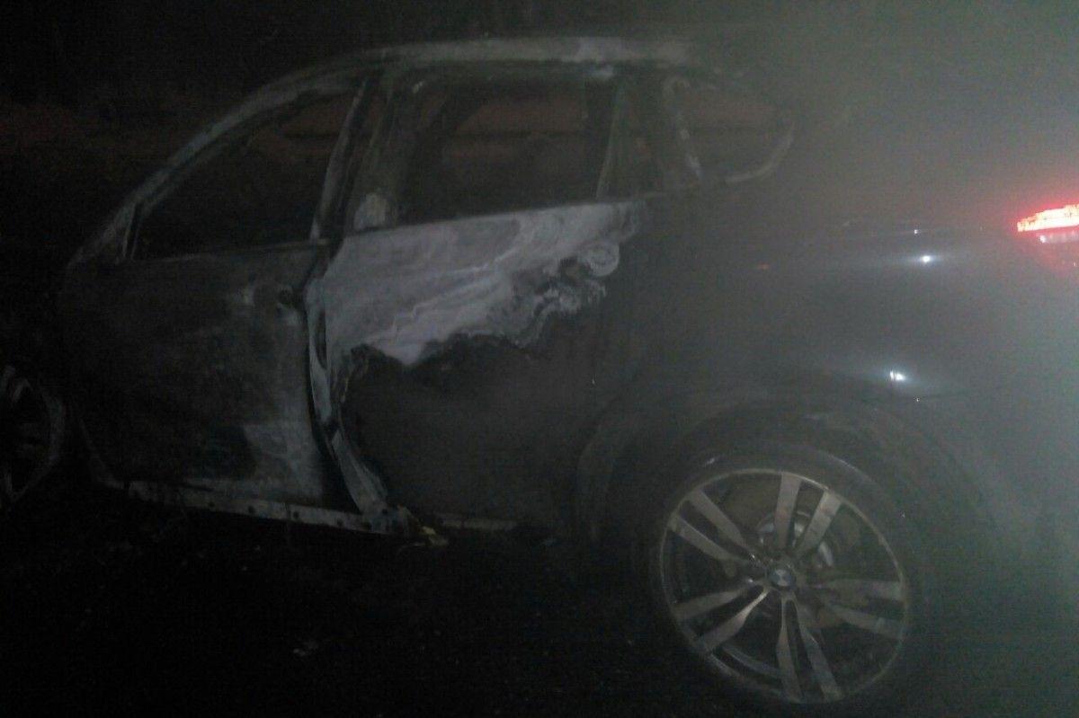 Автомобиль почти полностью сгорел на момент прибытия спасателей / kharkiv.dsns.gov.ua