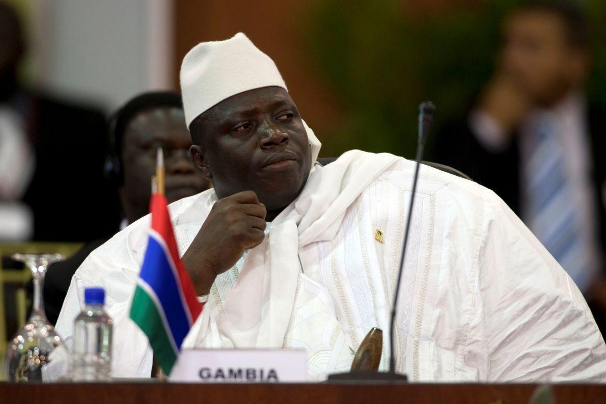 Проигравший выборы президент Гамбии объявил вгосударстве чрезвычайное положение