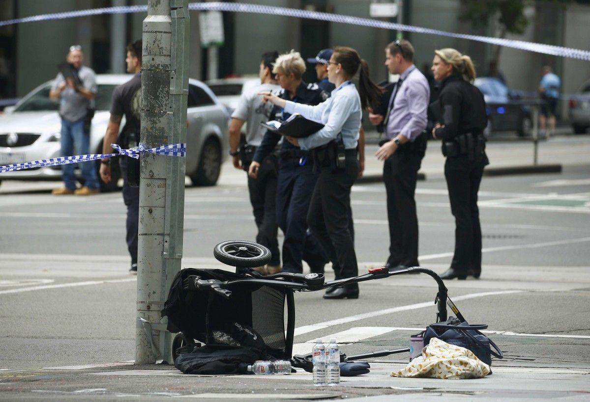 ВМельбурне машина въехала втолпу, 20 человек пострадали