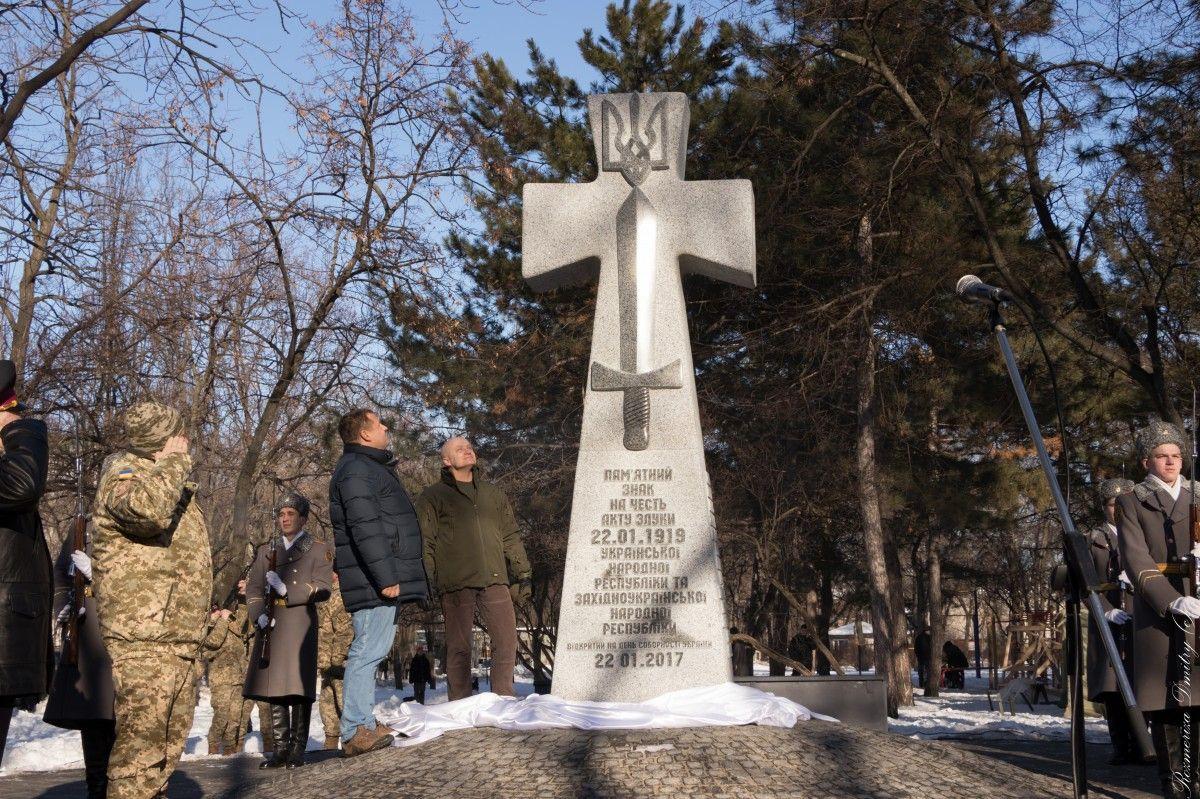 У Дніпрі відкрили пам'ятник воїнам армії УНР