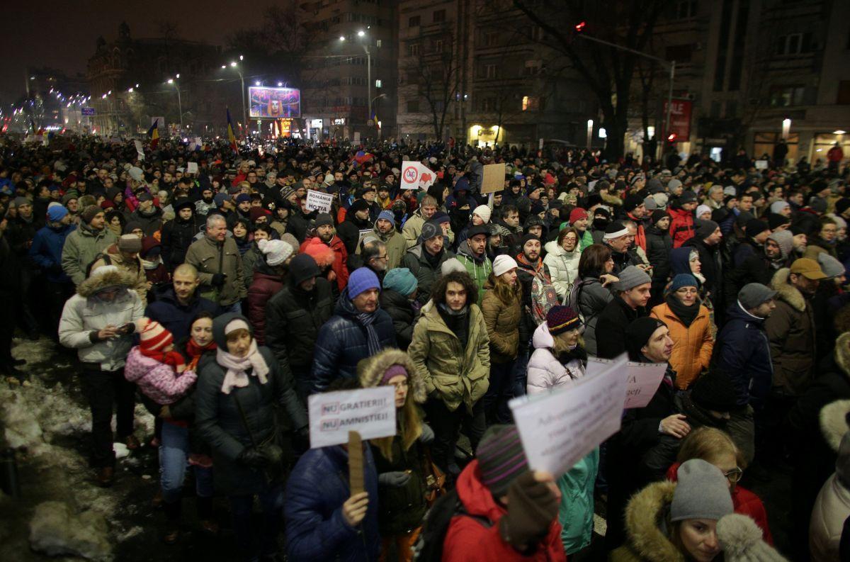 Граждане Румынии протестовали против помилования тыс. заключенных
