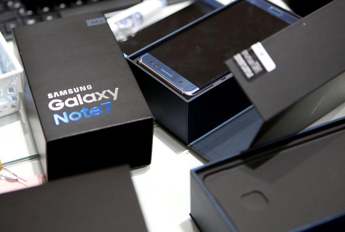 Самсунг Galaxy S8 освободится отвыпирающей камеры