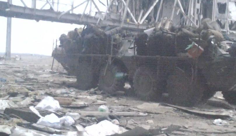 """""""Буденний шквал ворожих куль"""": """"кіборг"""" показав архівне відео з Донецького аеропорту"""