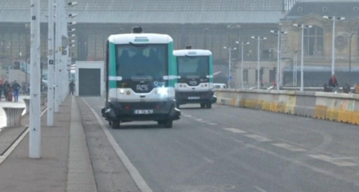 Встолице франции запустили два беспилотных миниавтобуса сэлектрическими моторами